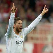 Sergio Ramos schießt zwei Tore für Real Madrid innerhalb von vier Minuten.