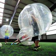 Bei Bubble Football ist Körperkontakt erwünscht (Foto)