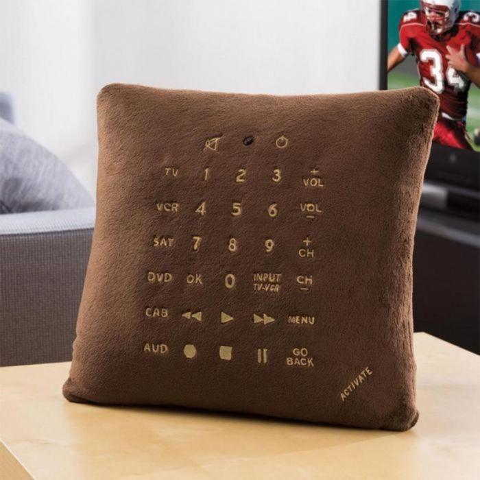 Abgefahren! Dieses Kissen bedient Ihren Fernseher (Foto)