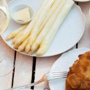 Spargel mit Sauce Hollandaise (Foto)