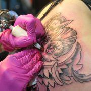 Schlampiges Tattoo: Anspruch auf Schmerzensgeld (Foto)