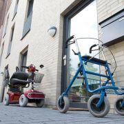 Rollator darf im Hausflur abgestellt werden (Foto)