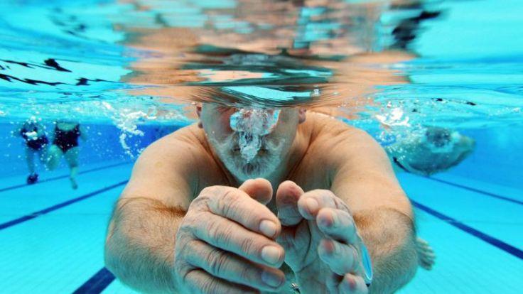 Ab ins kühle Nass - So lernen Erwachsene richtig schwimmen (Foto)