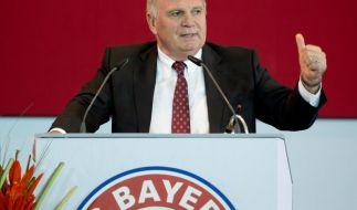 Uli Hoeneß spricht auf der Außerordentlichen Mitgliederversammlung des FC Bayern München. (Foto)