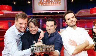 Beim «GZSZ»-Spezial der «VOX»-Sendung «Grill den Henssler» treten die Schauspieler Clemens Löhr, Wolfgang Bahro und Tayfun Baydar gegen Profi-Koch Steffen Henssler. (Foto)