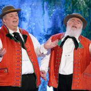 Wer dieses Duo nicht kennt, hat einiges verpasst. Die Wildecker Herzbuben schunkeln seit Jahren gemütlich im schmucken Outfit über Deutschlands Bühnen.