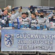 Ingolstadt feiert Eishockey-Meisterschaft (Foto)