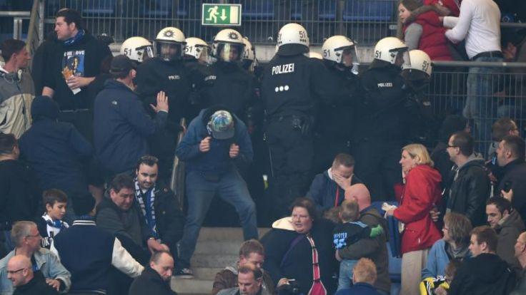 Sechs Polizisten bei Fan-Randale in Hamburg verletzt (Foto)