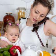 Die erste Zeit mit Baby kann ganz schön stressig sein. Da greift man als junge Mutter schnell zu
