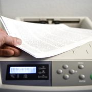 Von oft benutzten Druckern im Büro Abstand nehmen (Foto)