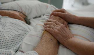 Klinikaufenthalt von Demenzkranken vorbereiten (Foto)
