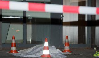Der Mann, der mutmaßlich seine Familie tötete, stürzte sich den Angaben zufolge aus einem der oberen Stockwerke des Hochhauses. (Foto)