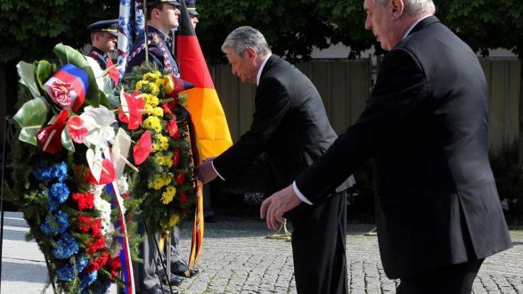 Gauck erinnert in Prag an Besatzung und Vertreibung (Foto)