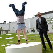 «Hose lüften, Hände hoch»:Kurz ein Kunstwerk sein (Foto)