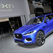 Erwischt: Erlkönig Jaguar SUV - Jaguar-Angriff auf Prosche-Tiger - Bild: auto.de