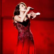 Feuerrotes Kleid zum Lied «Start A Fire»: So schaffte es Dilara Kazimova aus Aserbaidschan ins ESC-Finale.