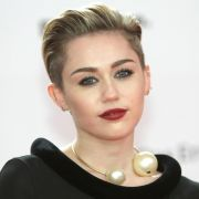Miley Cyrus gibt nach Krankheit ihr Bühnen-Comeback (Foto)