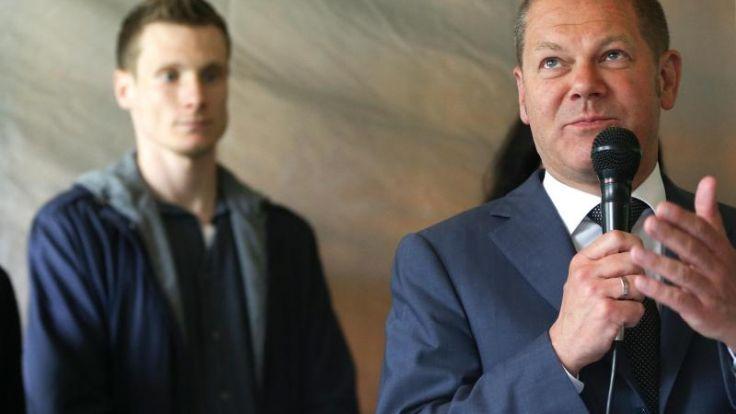 Bürgermeister Scholz unterstützt HSV in Mainz (Foto)
