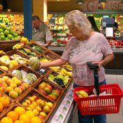 Einkauf im Supermarkt: Deutsche Verbraucher zahlen für ihr Leben deutlich mehr als der weltweite Durchschnitt.