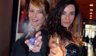 Florentine Lahme und Maja Maneiro wissen: Parfüm kann auch eine Waffe sein! (Foto)