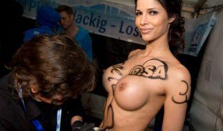 Micaela Schäfer bringt dieses Jahr erste Autobiografie «Lieber nackt als gar keine Masche» auf den Markt. (Foto)