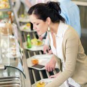 Wer sein Essen bewusst genießt, jeden Bissen gut kaut und die Speisen in Ruhe erschmeckt, leistet einen wertvollen Beitrag zur Vitalität seines Körpers.