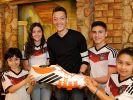 Mesut Özil übernimmt Patenschaft für elf OPs (Foto)