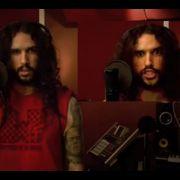 Er singt wie AC/DC, Michael Jackson oder Nirvana in nur einem Lied: Anthony Vincent Valbiro stürmt mit seinen Covern die YouTube-Charts.