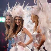 Stefanie (Mitte) ist Heidi Klums neues Topmodel.