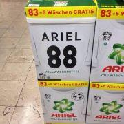 Das Waschmittel «Ariel» zog mit einer Sonderedition zur Fußball-Weltmeisterschaft mit einer riesigen «88» den Spott der Internetgemeinde auf sich.