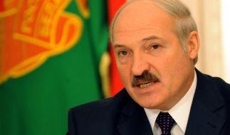 Lukaschenko als Schatten - DEB-Team: «ausblenden» (Foto)