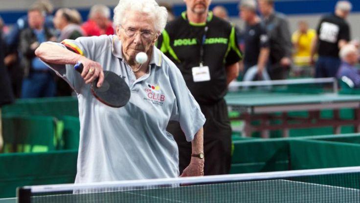Dank Boll und Ovtcharov: 93-Jährige zur WM (Foto)