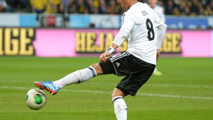 Özil will mit Titel «Geschichte schreiben» (Foto)