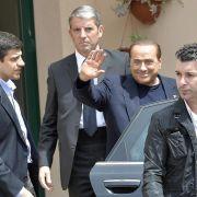 Berlusconi tief bewegt von erstem Arbeitstag im Seniorenheim (Foto)