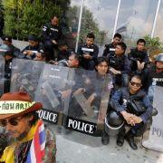 Massendemos in Bangkok bleiben zunächst friedlich (Foto)