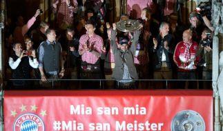 15 000 Fans feiern Meister-Bayern auf dem Münchner Marienplatz (Foto)