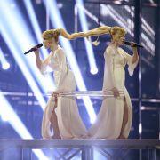 Die russischen Zwillinge Tolmachevy Sisters kämpfen um die Punkte und mit ihren Haaren.