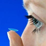 Schlechte Sicht auf einem Auge: Kontaktlinse womöglich verkratzt (Foto)