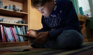 «Generation Kopf unten» - Wie einsam macht das Smartphone? (Foto)