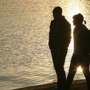 Oberflächliche Gespräche können Partner entfremden (Foto)