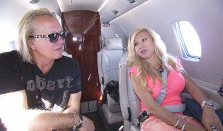 Robert und Carmen haben sich eine neue Yacht gegönnt. (Foto)