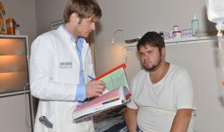 Hat Philip (Jörn Schlönvoigt) gute Nachrichten für Tuner (Thomas Drechsel) oder leidet er an einer schweren Krankheit? (Foto)