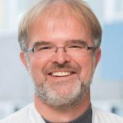 Dr. med. Holger Leitolf ist Facharzt für Innere Medizin.