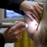 Kostenübernahme: Erstes Hörgerät verschreiben lassen (Foto)