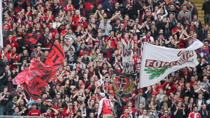 Homophobes Banner im Bayer-Fanblock: DFB ermittelt (Foto)