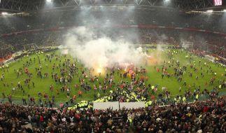 Relegation: Tränen, Jubelfeiern und Fans auf demRasen (Foto)