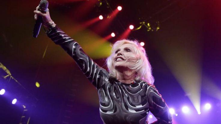 Debbie Harry schaltet beim Tanzen ab (Foto)