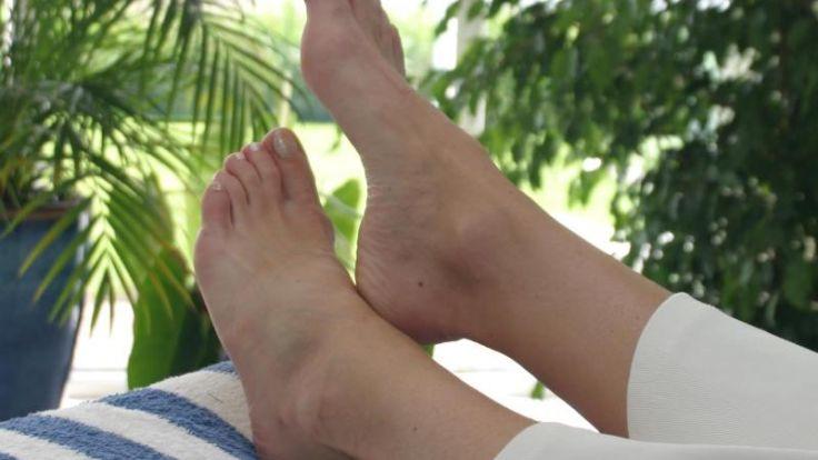 Kältegefühl in den Füßen bei Diabetes weist auf Nervenschäden hin (Foto)