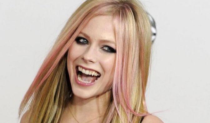 Platz 17: Mit Abstand auf dem letzten Platz landete Pop-Sternchen Avril Lavigne mit »Wild Rose«. Das Parfüm riecht sehr stark nach Alkohol und hat einen herben und strengen Geruch. (Foto)