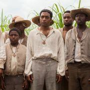 Solomon Northup, ein eigentlich freier Mann, wird von Verbrechern entführt und jahrelang gegen seinen Willen als Sklave gehalten.